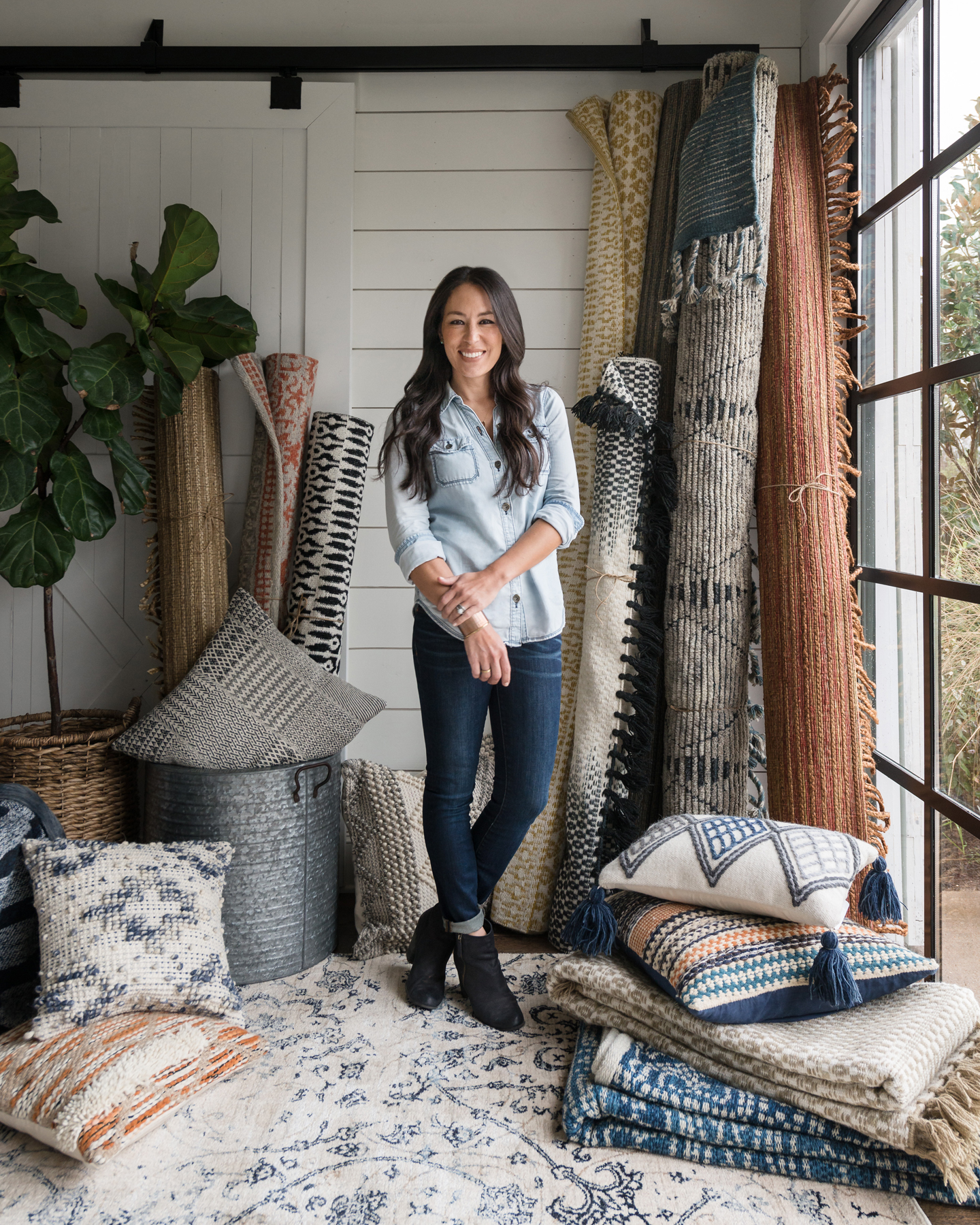 Why rugs a q a with joanna gaines americasmart blog for Where is joanna gaines originally from